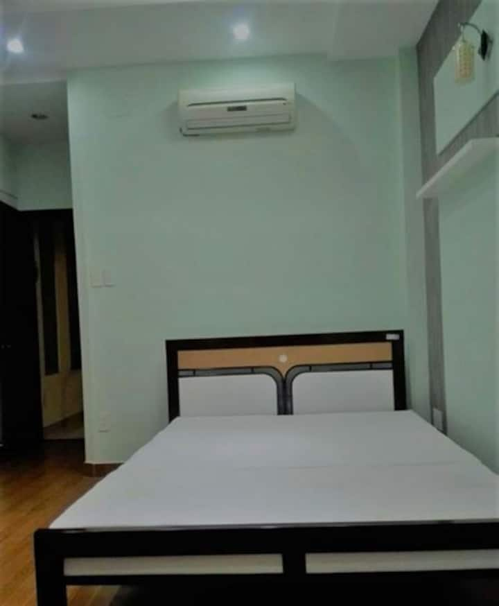 Condo lovely with king size bed , LE  NAM HA