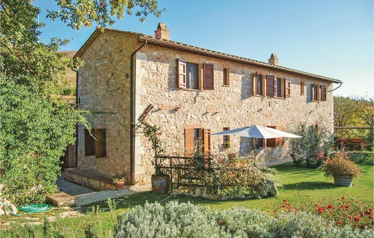 Holiday cottage with 5 bedrooms on 200 m² in Lugnano in Teverina