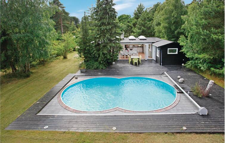 Vacation Rentals with Pool in Regstrup