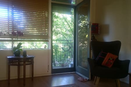 Boho chic apartment close to CBD & cafes - Dulwich