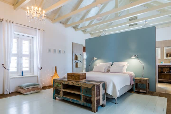 The most beautiful place to stay on Curacao (Large double)