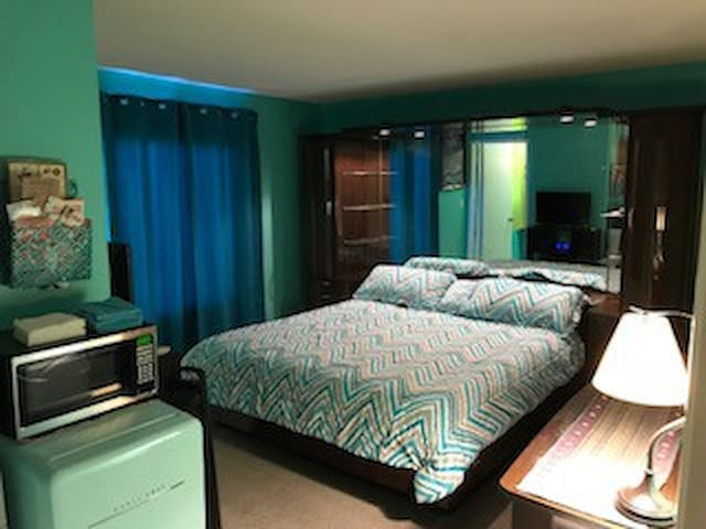 Mark's 2nd Floor Teal Master Bedroom w/Shared Bath