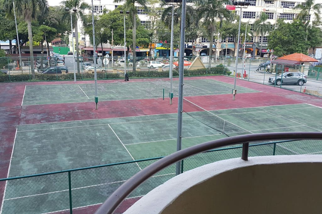 Balcony that faces 2 tennis courts