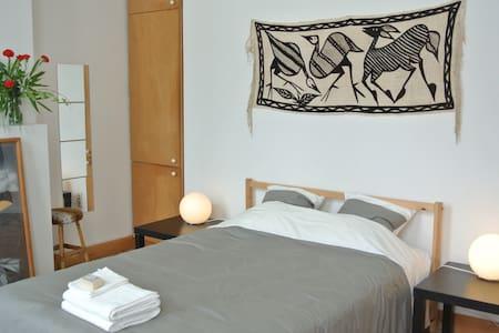 Quiet room in the city centre, - Antwerpen - House