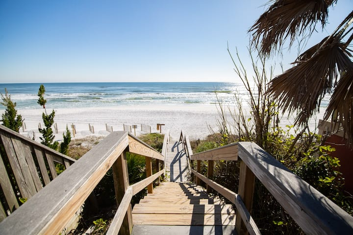 Newly updated 30A condo in heart of Gulf Place!