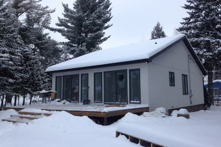 Superb lakefront 3 bedroom chalet - Sainte-Marcelline-de-Kildare - Ház