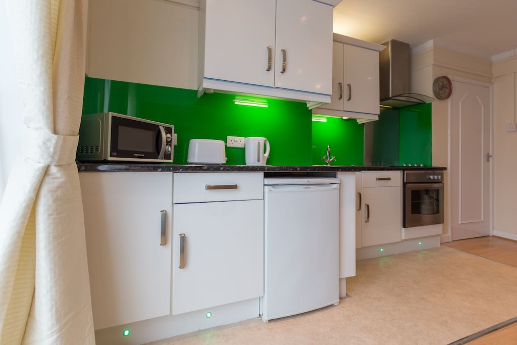 Updated bright colourful kitchen with base lighting