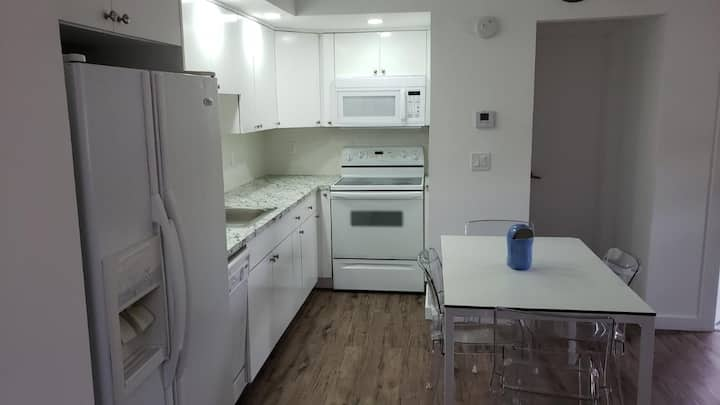 Newly Renovated King Bed Apartment by Beach