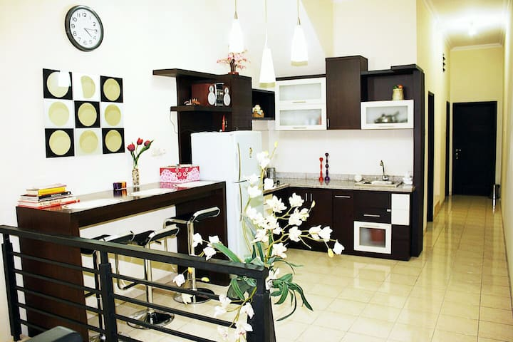 Spacious Downtown-0,9km to Tunjungan Plaza/TP - Surabaya - House