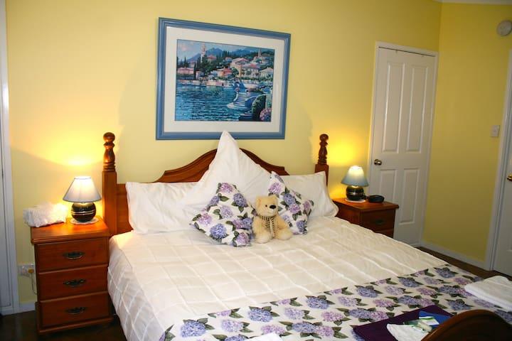 """Garden Room"" at Jacaranda Homestead Accommodation"