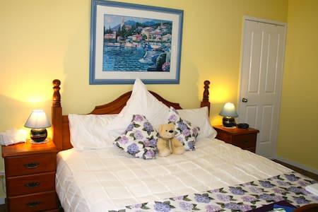 """Garden Room"" at Jacaranda Homestead Accommodation - Tamborine Mountain"