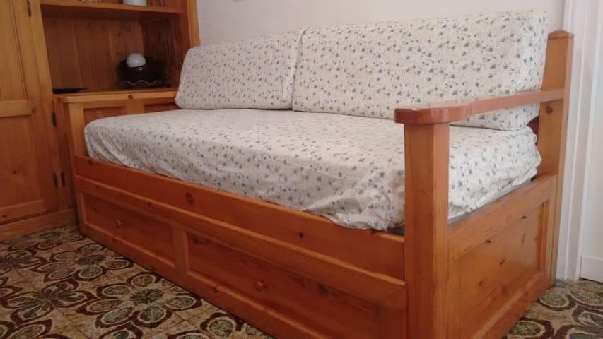 Camera piano terra (1 letto singolo + 1 estraibile)