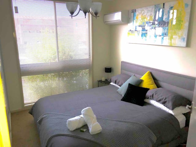 Cosy CBD Apartment to yourself, walk everywhere!