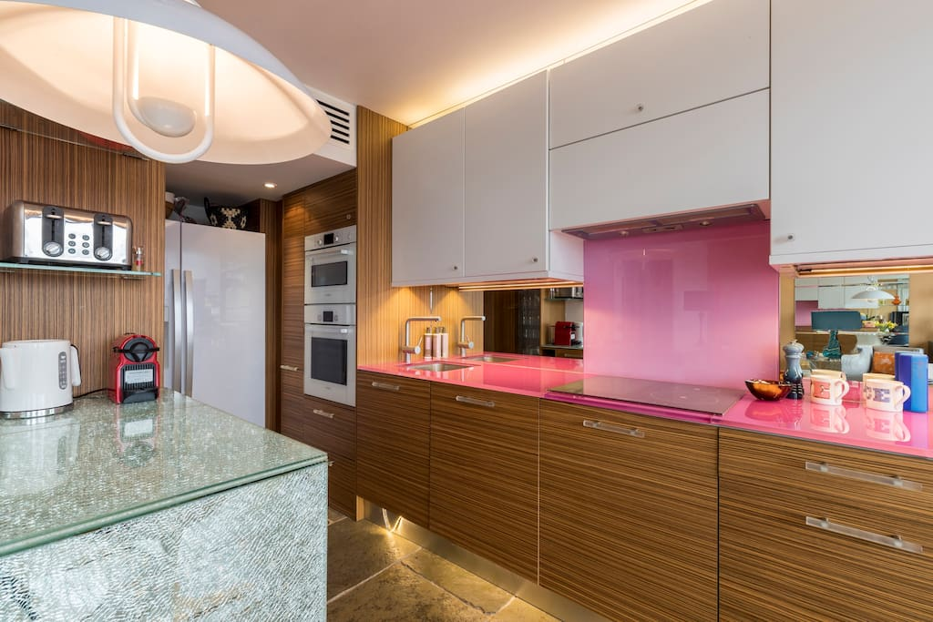Functional and fully equipped open kitchen