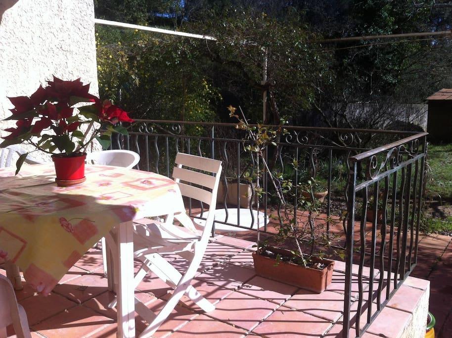 Terrasse au soleil pour des repal