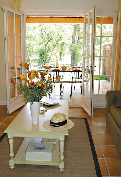 Welcome to your classic and cozy holiday house in the Var countryside!