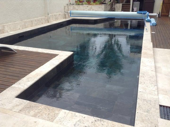 Bungalow de charme plus piscine