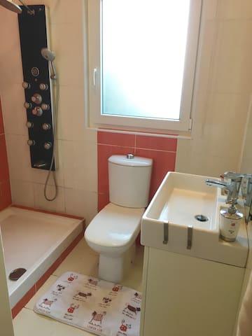 En suite bathroom (3)