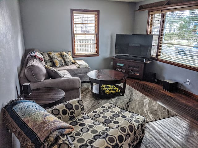 Cozy 2 BR House in Davenport