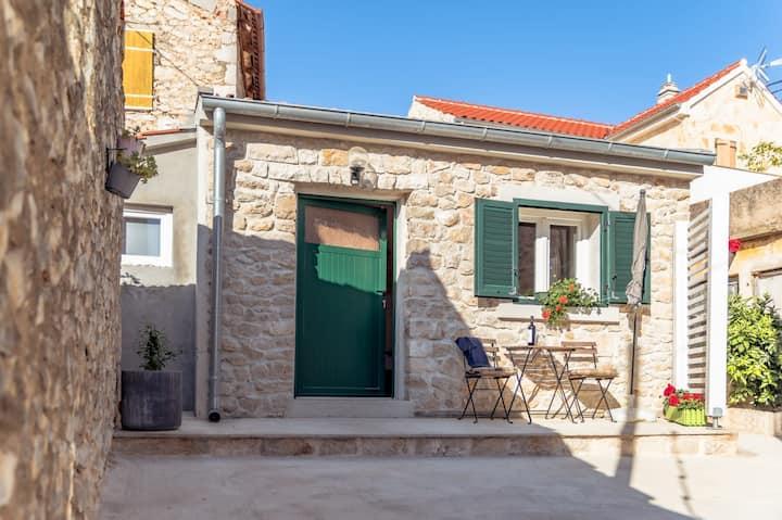Small stone house Luka