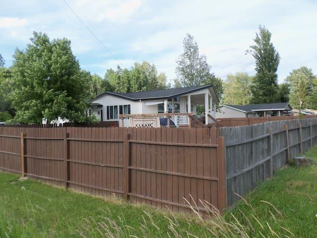Rhonda's Realm - Kootenai - House