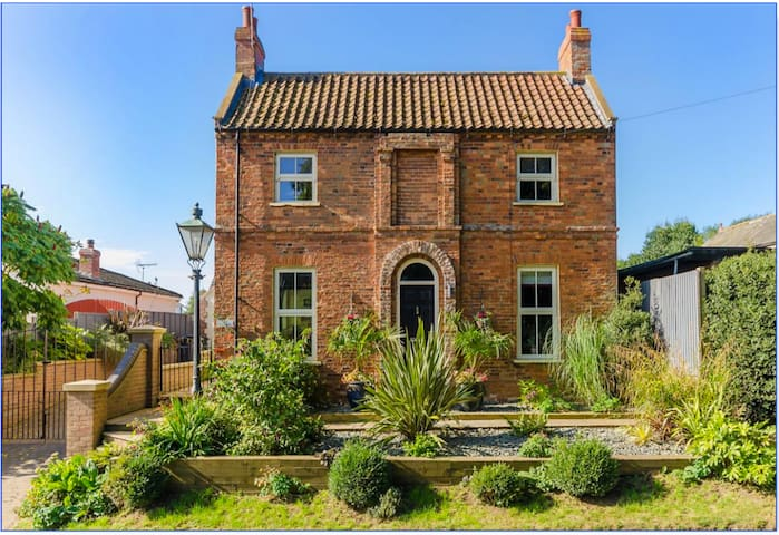 Wow Factor Victorian School House Conversion