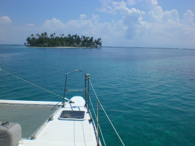 SHARED CATAMARAN IN SAN BLAS, PANAMA