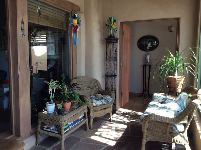 Blue Raven Retreat on the Turquoise Trail - Santa Fe - Hus