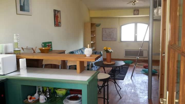 Studio premier étage avec terrasse