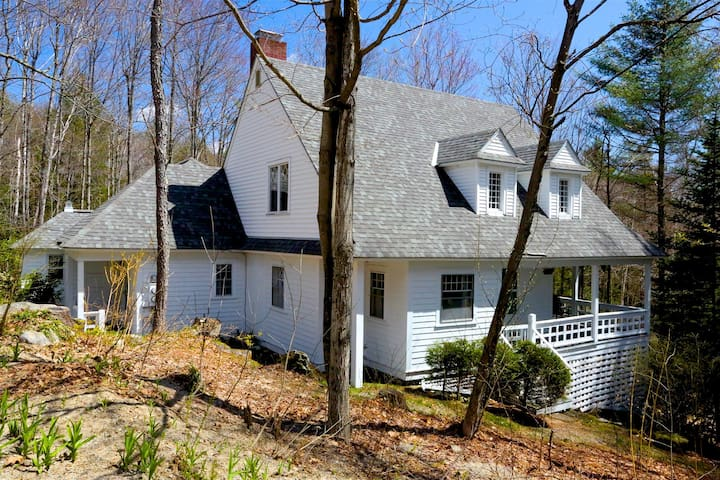 Historic Lake Sunapee Cottage w/Resort Amenties
