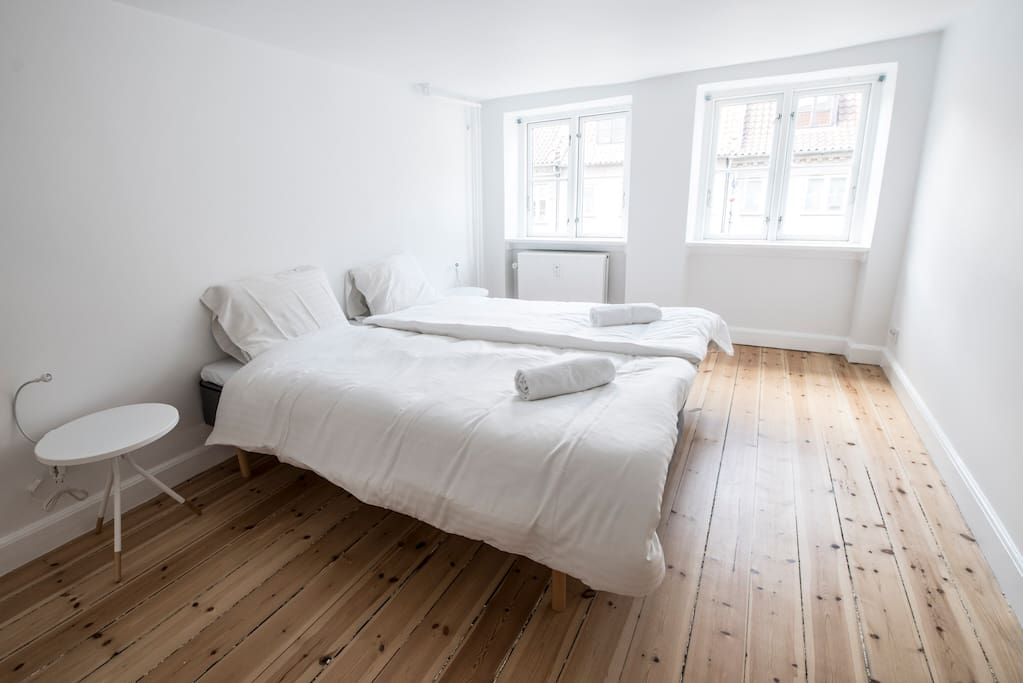 King size bed that can be separated to 2 singles