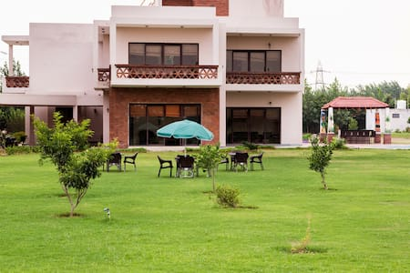 Peaceful Farmhouse With Pool - Gurgaon - Villa