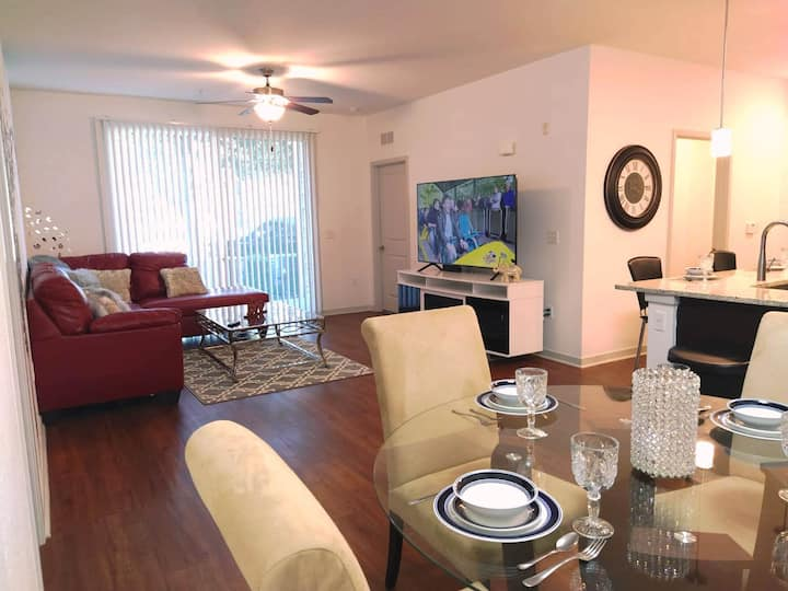 Luxury 2 Bedroom Walking Dist. to Universal Studio