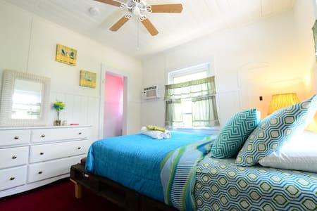 Bimini Room Historic Key West Charm - 마라톤(Marathon) - 단독주택