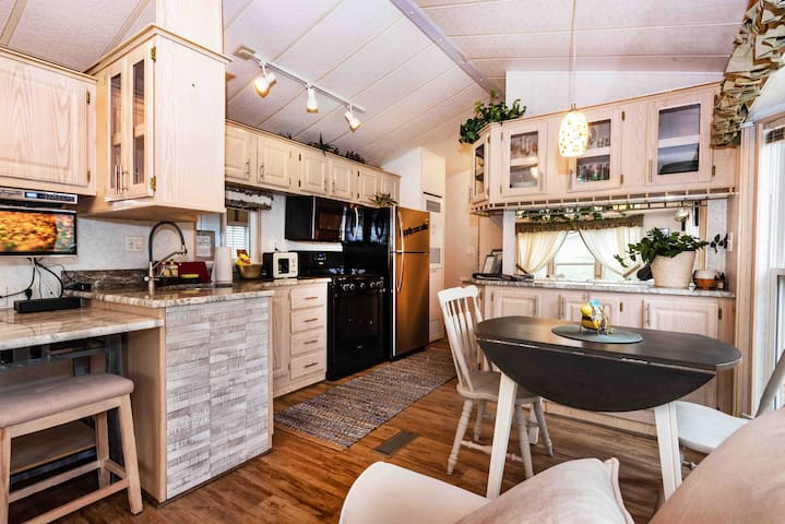 Luxury Cabin Quiet romantic relaxing pets Stayfree