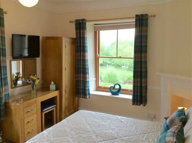 Riverside Guesthouse, Double en-suite room