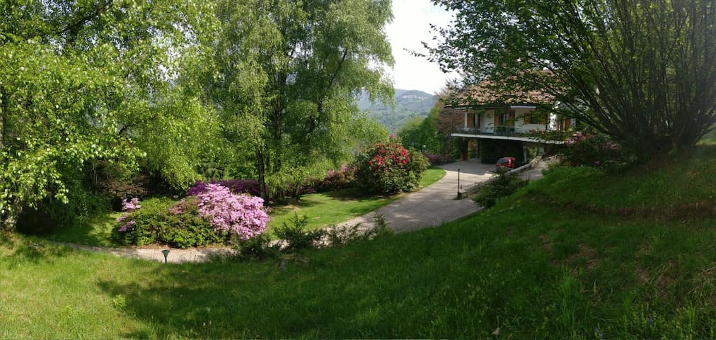 Country house with large garden near Lago Maggiore