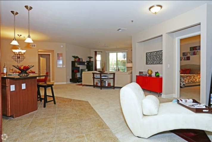 Brand New Private Room & Patio. Minutes2Strip!