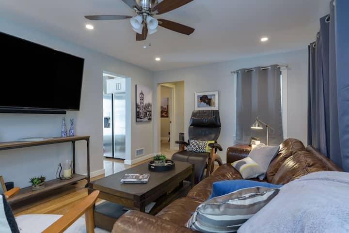 "Luxurious ""Smart Retreat"" 1 block to downtown OP"