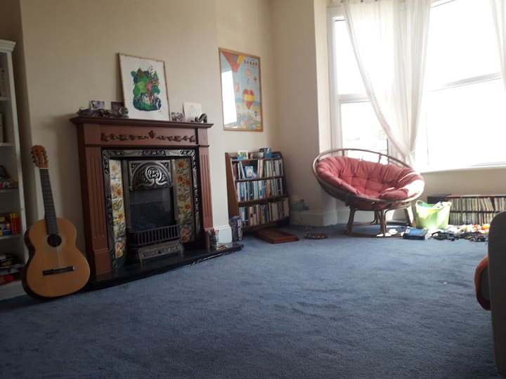 London room in big shared flat in connected area