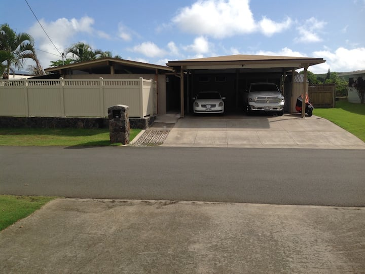 30 DAY MINIMUM STAY Master bedroom in Kailua home