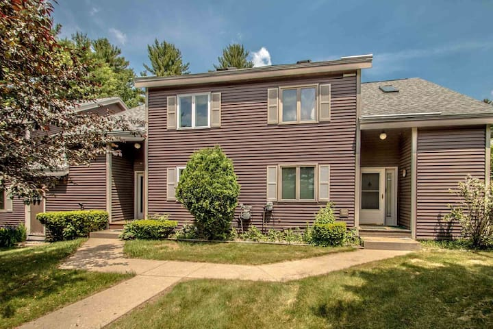 5 bedroom North Conway Condo with Pool Game Room