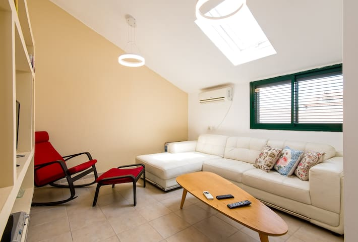 prime location apartment in zichron