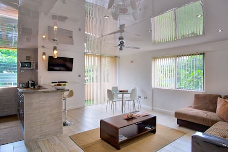 Eshae Living - Newly Refurbished Modern Apartment - Ocho Rios - Wohnung