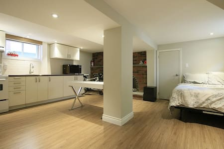 Private Suite Near McMaster - Hamilton - Byt