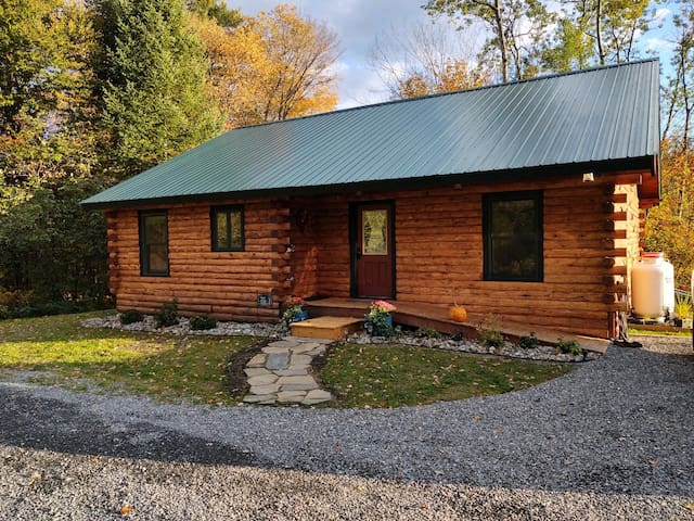 Black Bear Log Cabin -Mt View Campground
