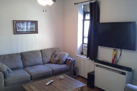 Great UWS 1 bedroom duplex - Apartamento