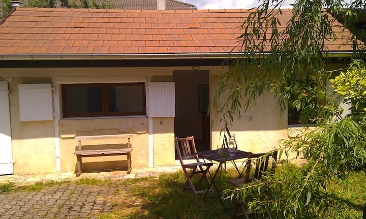 Maisonnette au calme avec jardin