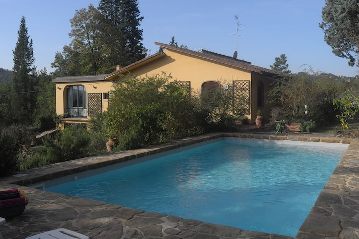 Cozy Holiday Home with Swimming Pool in Tuscany