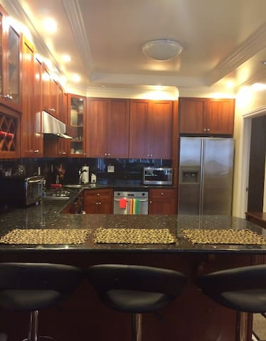 NICE ROOM IN SF W/ PARKING NICE PLACE WELL LOCATED - San Francisco - Departamento